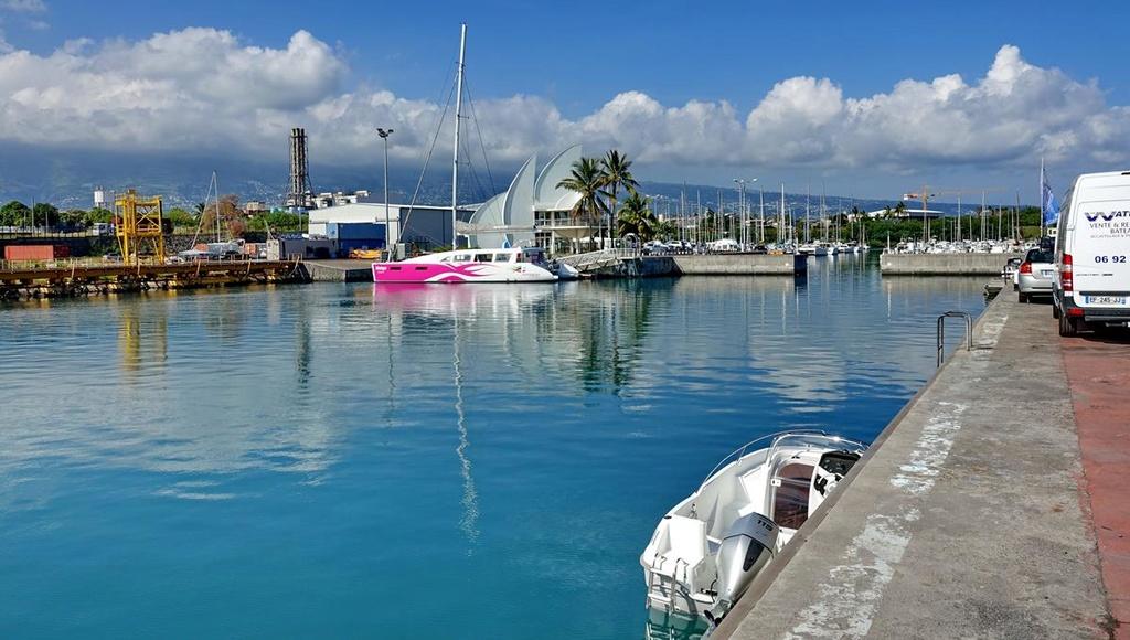 [Vie des ports] Les ports de la Réunion - Page 12 Le_po524