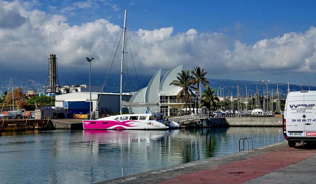 [Vie des ports] Les ports de la Réunion - Page 12 Le_po527