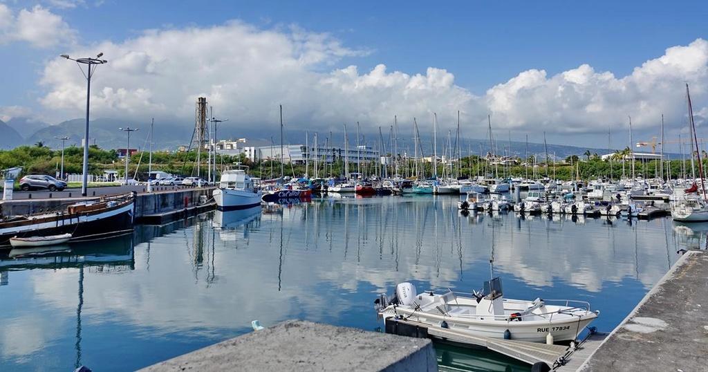 [Vie des ports] Les ports de la Réunion - Page 12 Le_po544