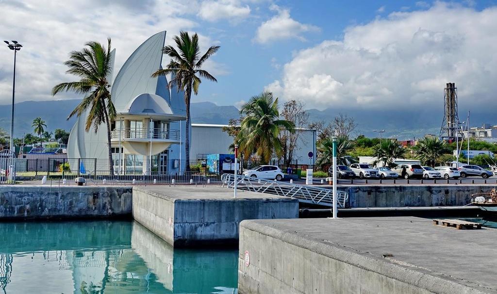 [Vie des ports] Les ports de la Réunion - Page 12 Le_po545