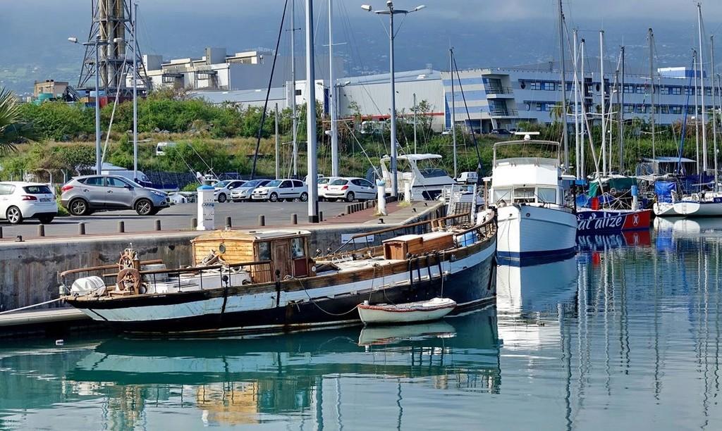 [Vie des ports] Les ports de la Réunion - Page 12 Le_po549
