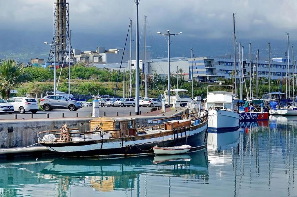 [Vie des ports] Les ports de la Réunion - Page 12 Le_po550