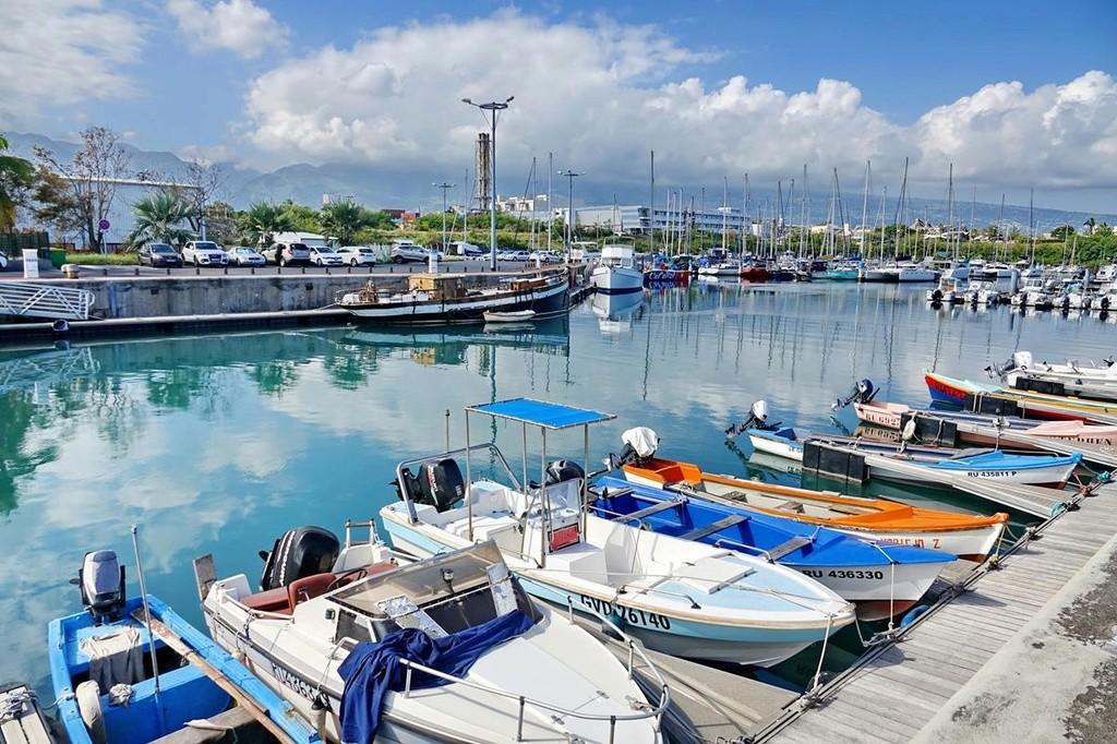 [Vie des ports] Les ports de la Réunion - Page 12 Le_po552