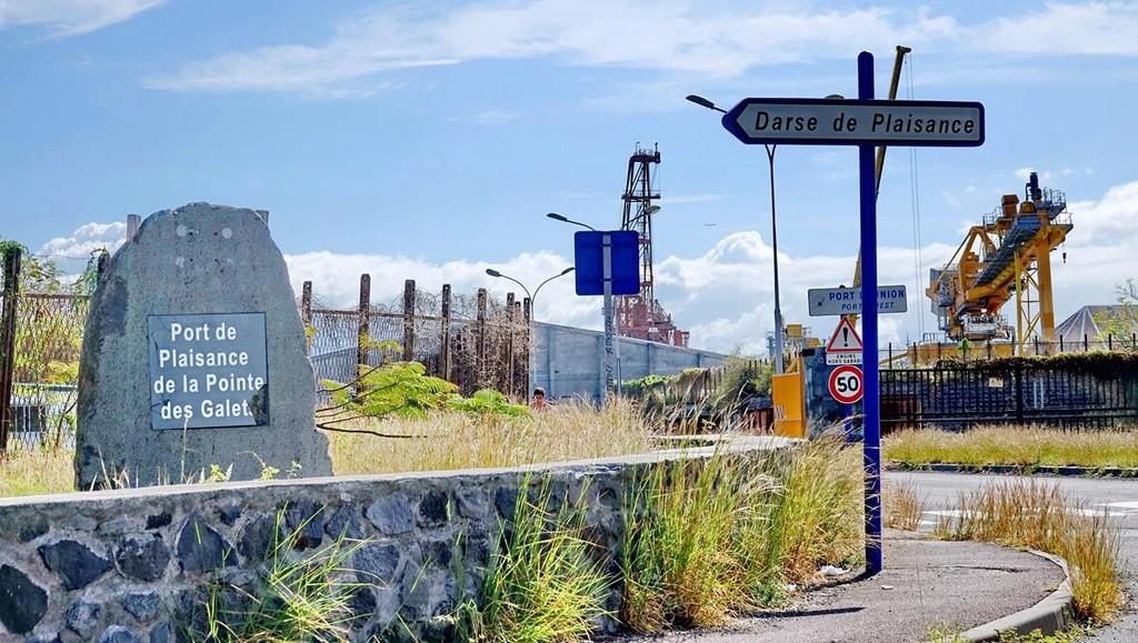 [Vie des ports] Les ports de la Réunion - Page 12 Le_po553