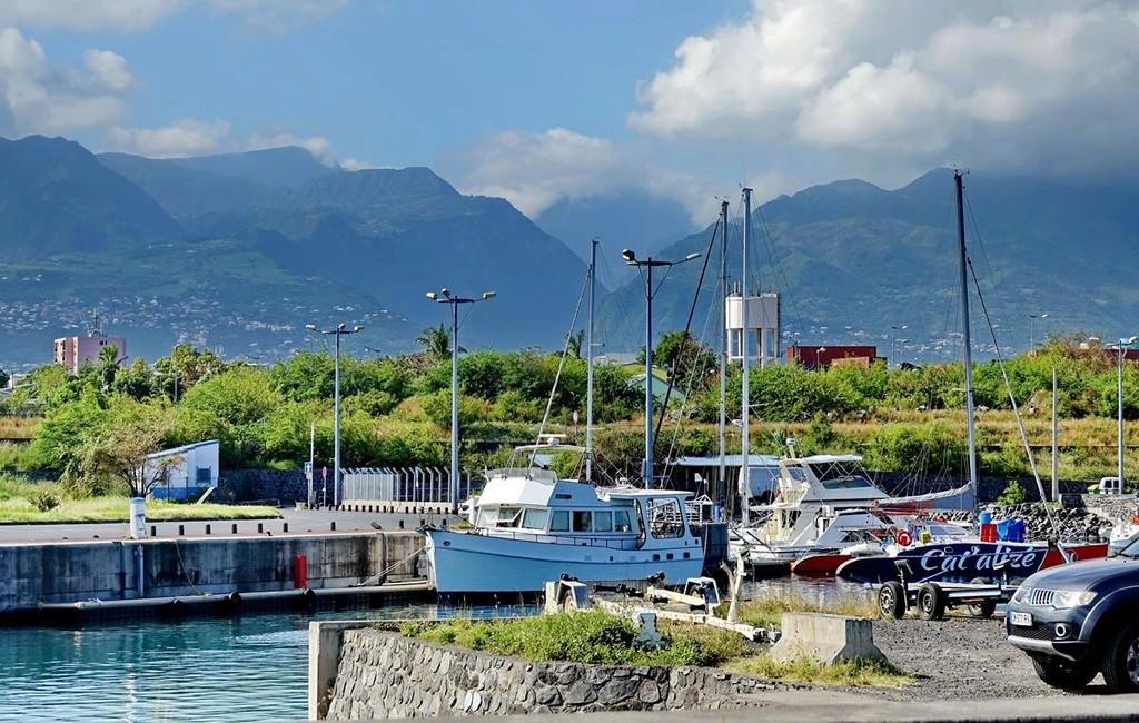 [Vie des ports] Les ports de la Réunion - Page 12 Le_po555