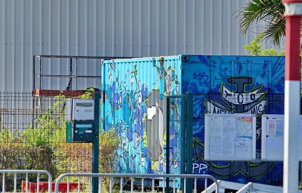 [Vie des ports] Les ports de la Réunion - Page 12 Le_po556