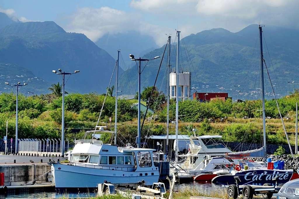 [Vie des ports] Les ports de la Réunion - Page 12 Le_po558