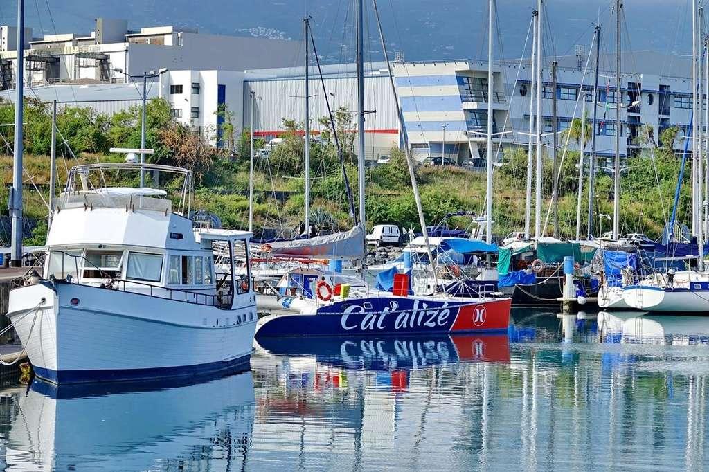 [Vie des ports] Les ports de la Réunion - Page 12 Le_po561