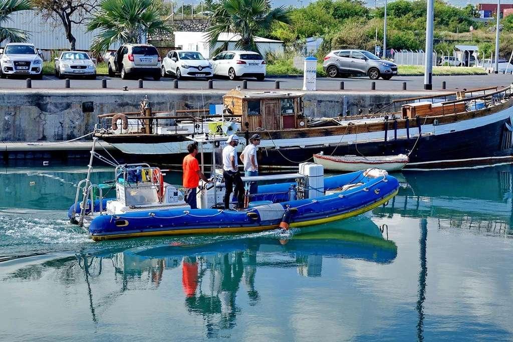 [Vie des ports] Les ports de la Réunion - Page 12 Le_po564