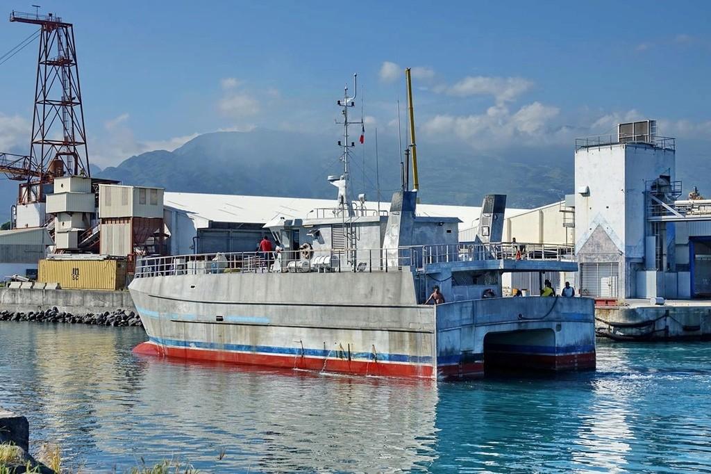 [Vie des ports] Les ports de la Réunion - Page 12 Le_po596