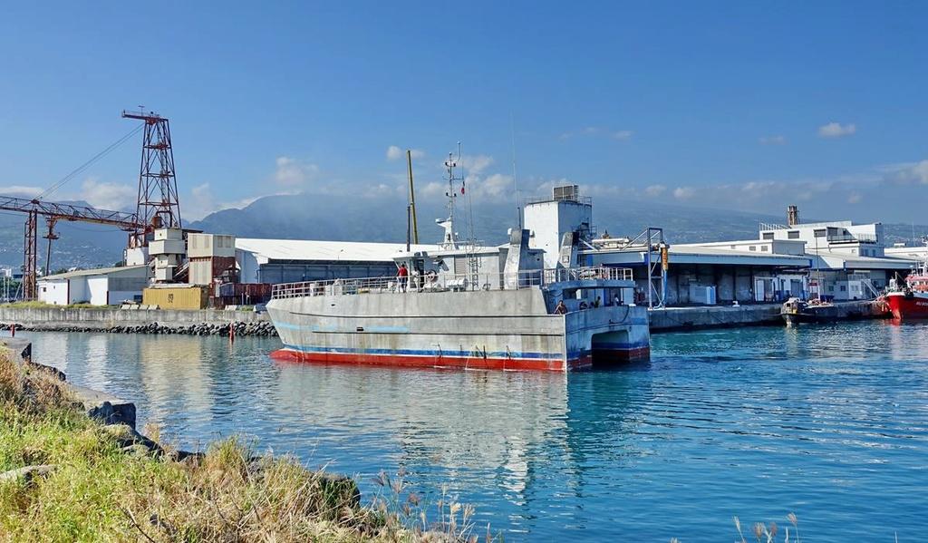 [Vie des ports] Les ports de la Réunion - Page 12 Le_po598