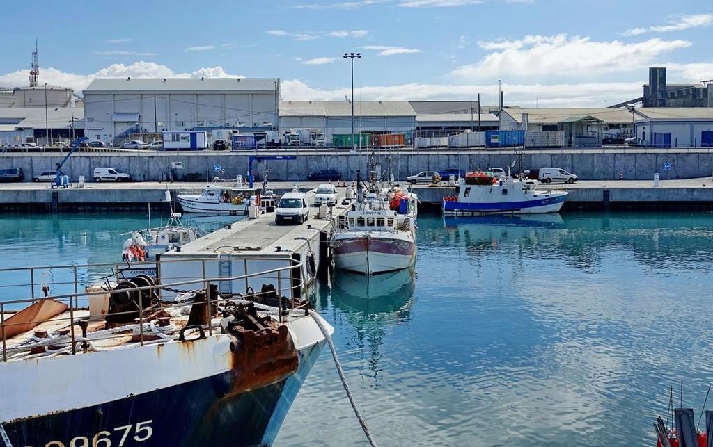[Vie des ports] Les ports de la Réunion - Page 12 Le_po599