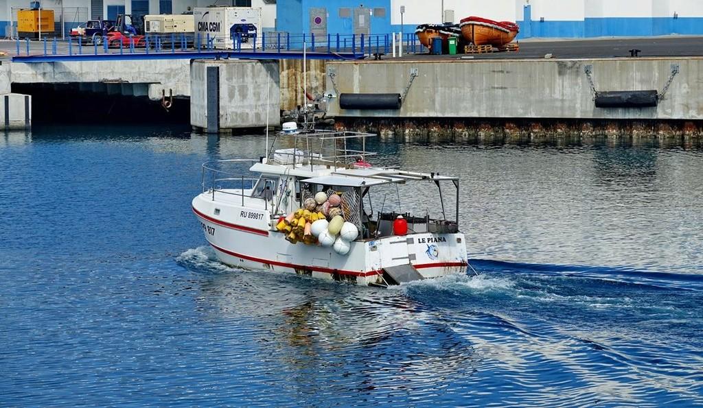 [Vie des ports] Les ports de la Réunion - Page 12 Le_po606