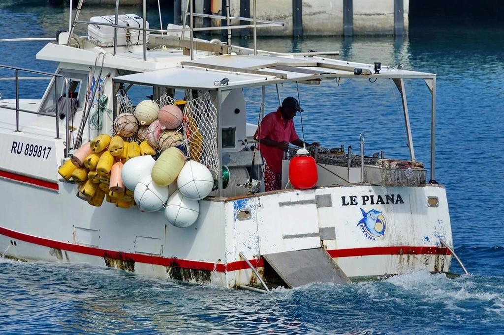 [Vie des ports] Les ports de la Réunion - Page 12 Le_po610