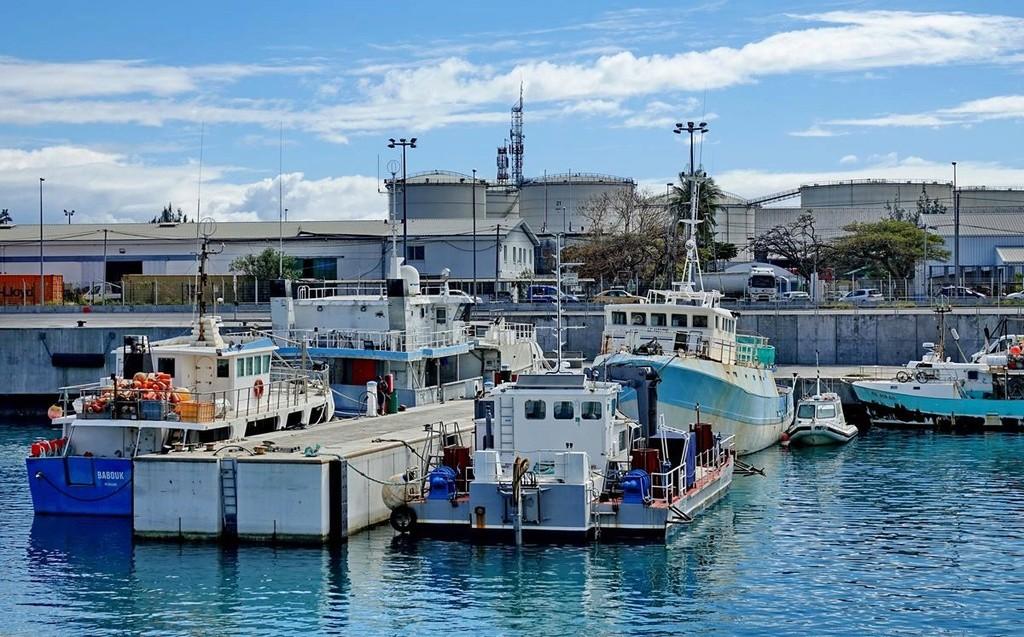 [Vie des ports] Les ports de la Réunion - Page 12 Le_po613