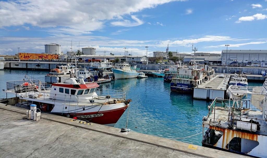 [Vie des ports] Les ports de la Réunion - Page 12 Le_po616
