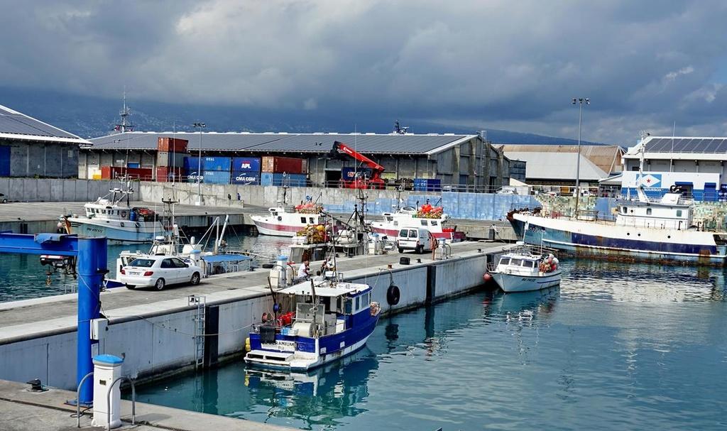 [Vie des ports] Les ports de la Réunion - Page 12 Le_po617