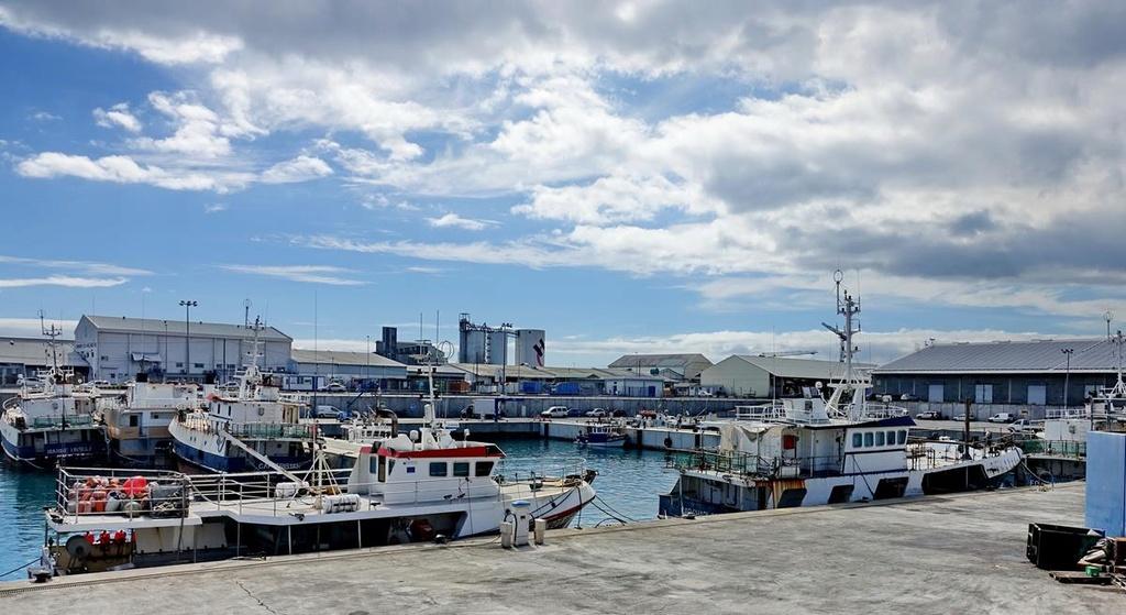 [Vie des ports] Les ports de la Réunion - Page 12 Le_po619