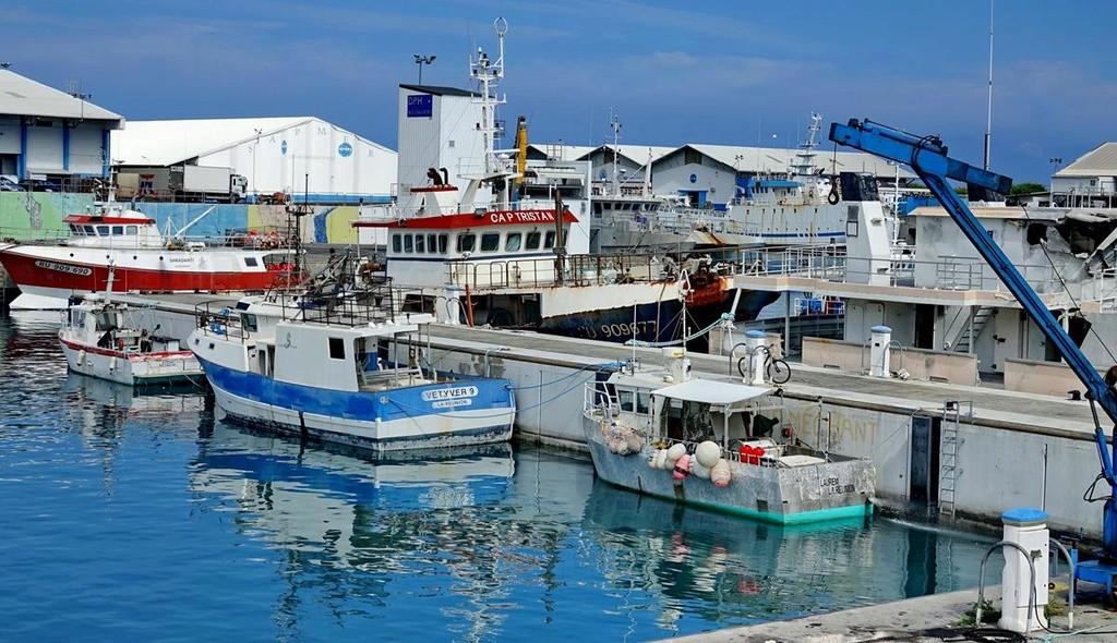 [Vie des ports] Les ports de la Réunion - Page 12 Le_po622