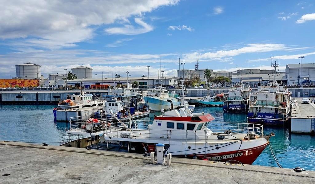 [Vie des ports] Les ports de la Réunion - Page 12 Le_po626