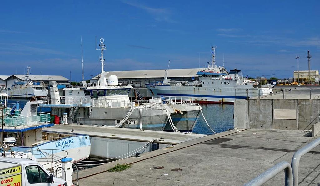 [Vie des ports] Les ports de la Réunion - Page 12 Le_po631