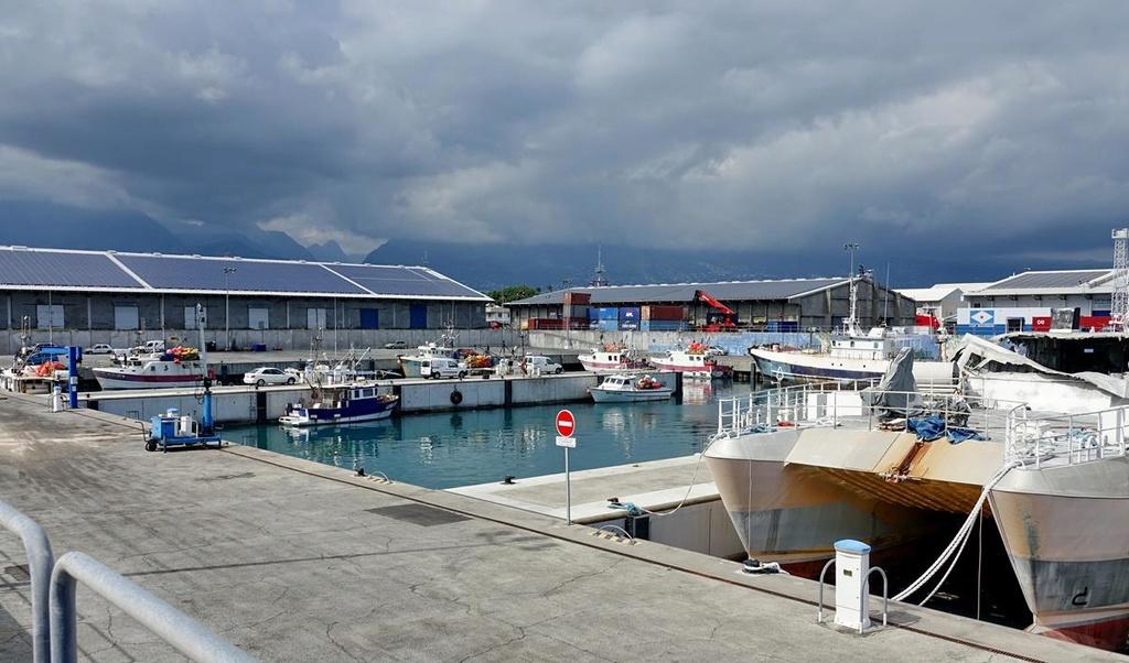 [Vie des ports] Les ports de la Réunion - Page 12 Le_po632