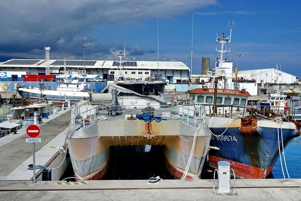 [Vie des ports] Les ports de la Réunion - Page 12 Le_po638