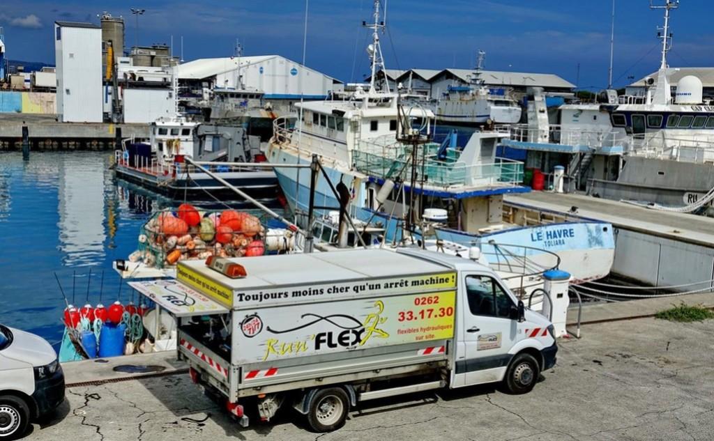 [Vie des ports] Les ports de la Réunion - Page 12 Le_po642