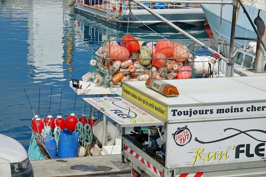 [Vie des ports] Les ports de la Réunion - Page 12 Le_po644