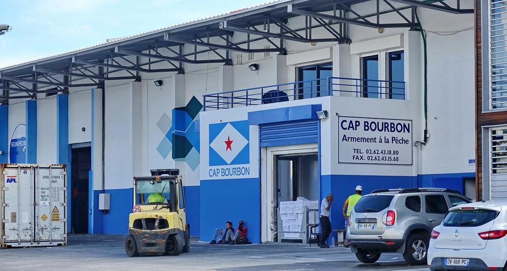 [Vie des ports] Les ports de la Réunion - Page 12 Le_po680