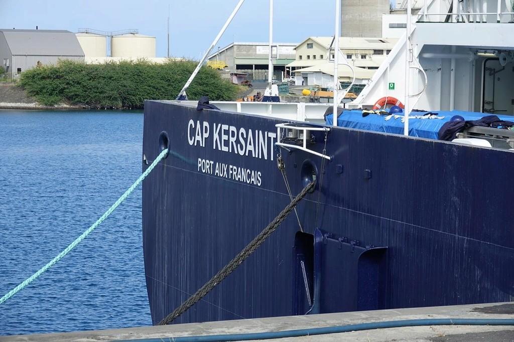 [Vie des ports] Les ports de la Réunion - Page 12 Le_po682