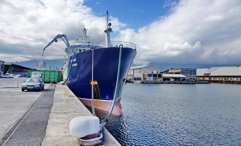[Vie des ports] Les ports de la Réunion - Page 12 Le_po683