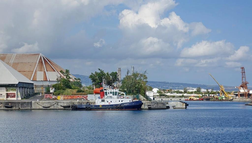 [Vie des ports] Les ports de la Réunion - Page 12 Le_po686