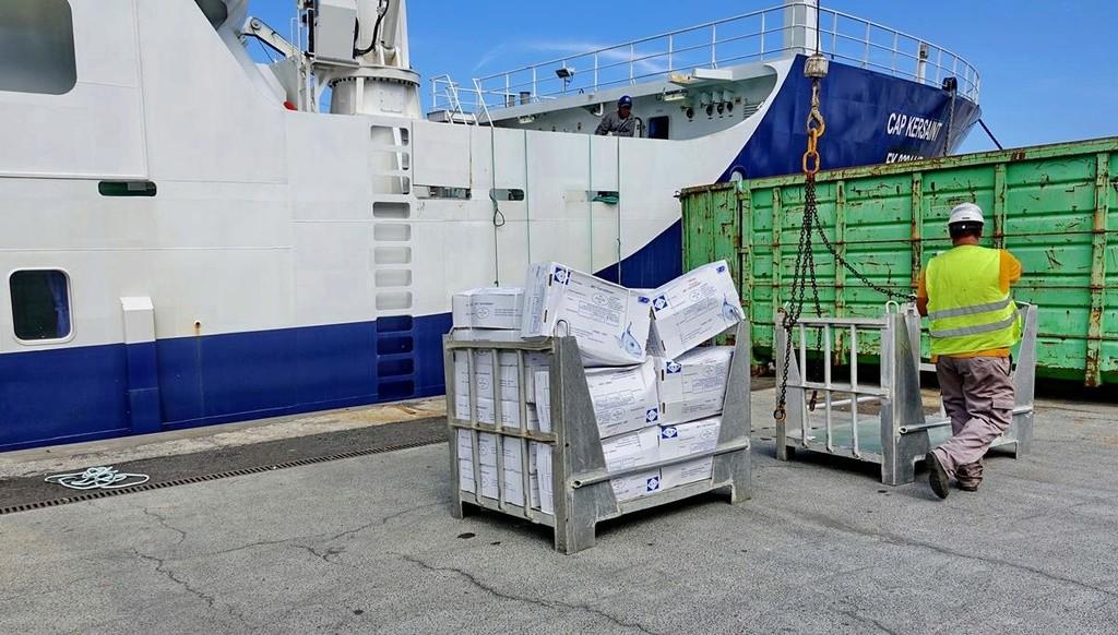 [Vie des ports] Les ports de la Réunion - Page 12 Le_po688