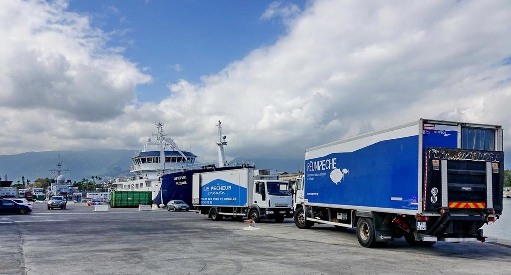 [Vie des ports] Les ports de la Réunion - Page 12 Le_po696