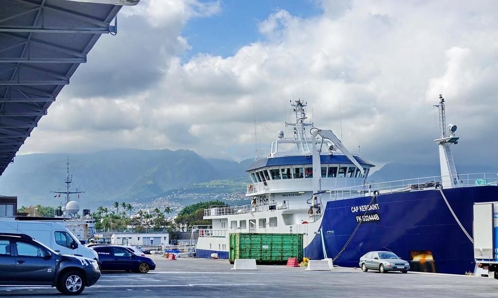 [Vie des ports] Les ports de la Réunion - Page 12 Le_po697