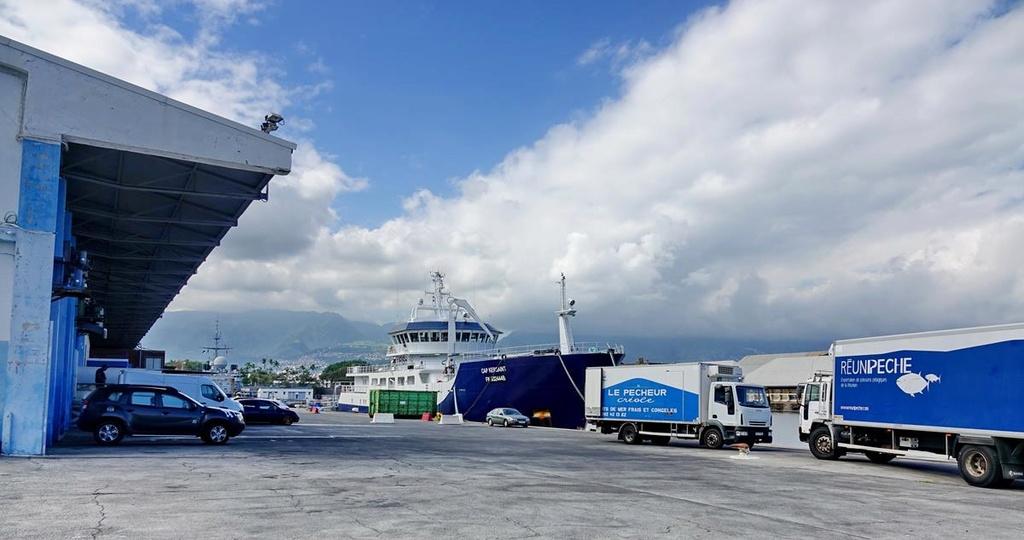 [Vie des ports] Les ports de la Réunion - Page 12 Le_po698