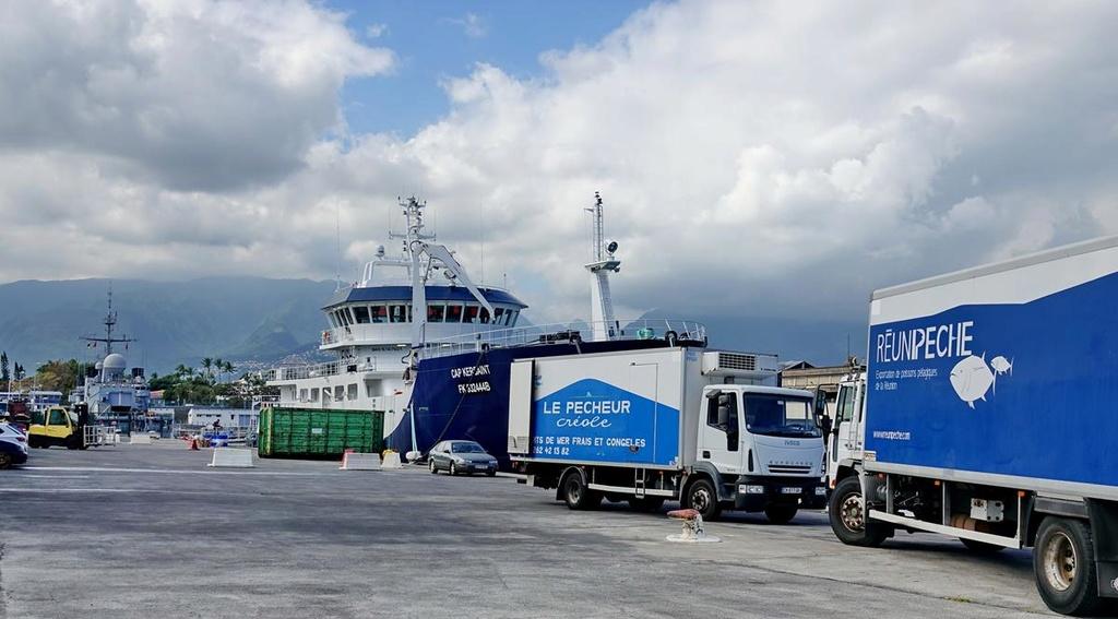 [Vie des ports] Les ports de la Réunion - Page 12 Le_po699