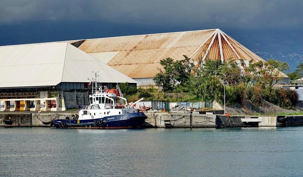 [Vie des ports] Les ports de la Réunion - Page 12 Le_po701