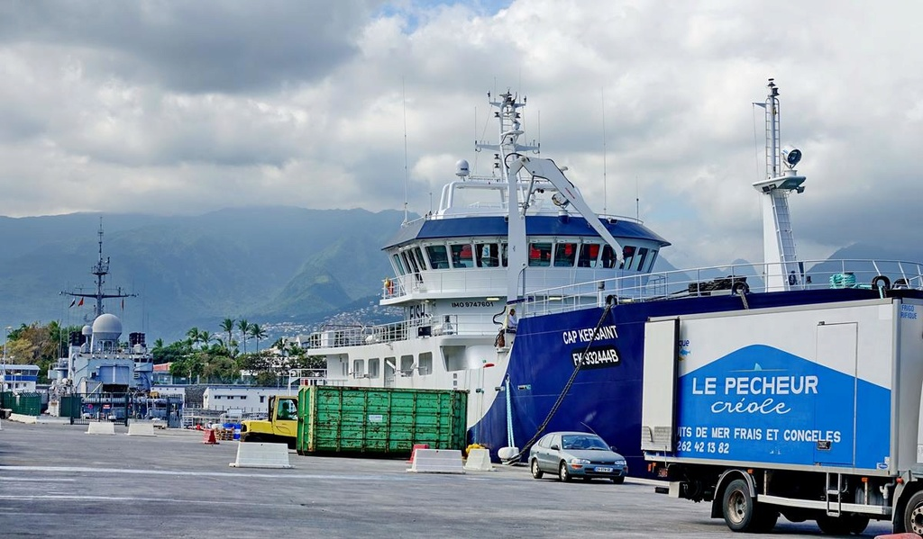 [Vie des ports] Les ports de la Réunion - Page 12 Le_po702
