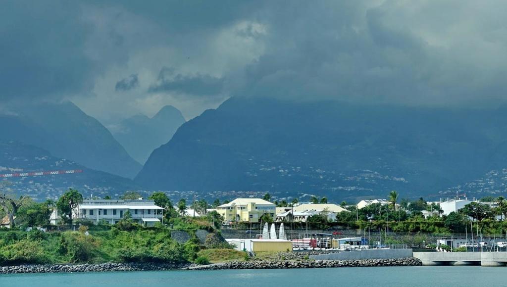 [Vie des ports] Les ports de la Réunion - Page 12 Le_po711