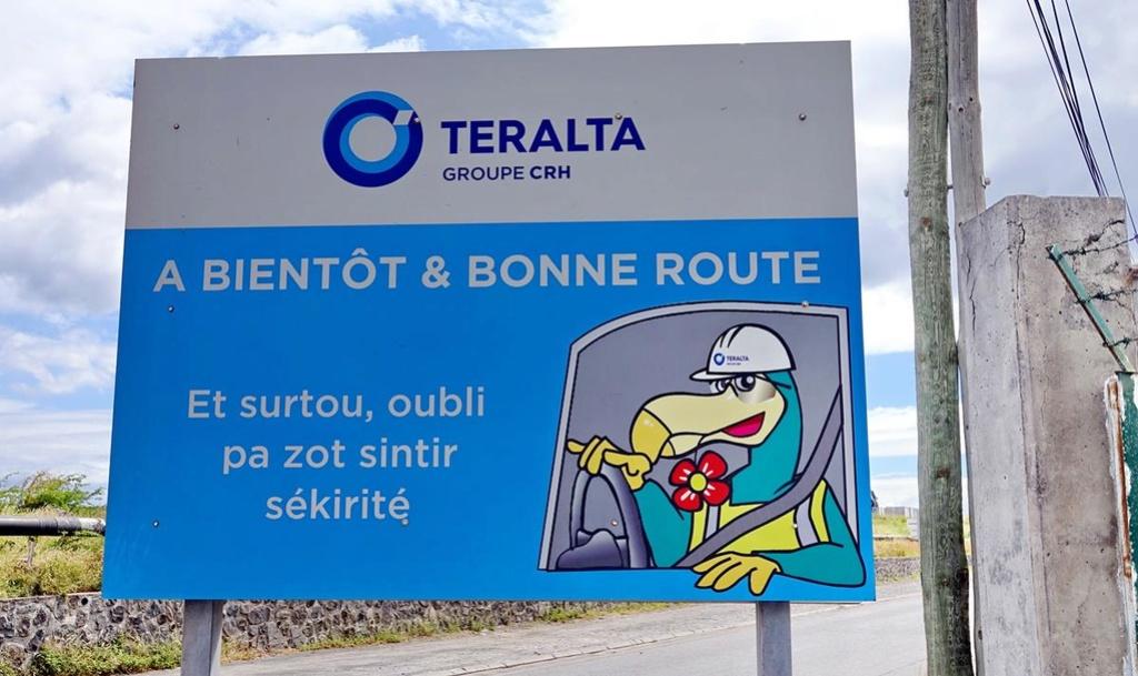[Vie des ports] Les ports de la Réunion - Page 12 Le_po717