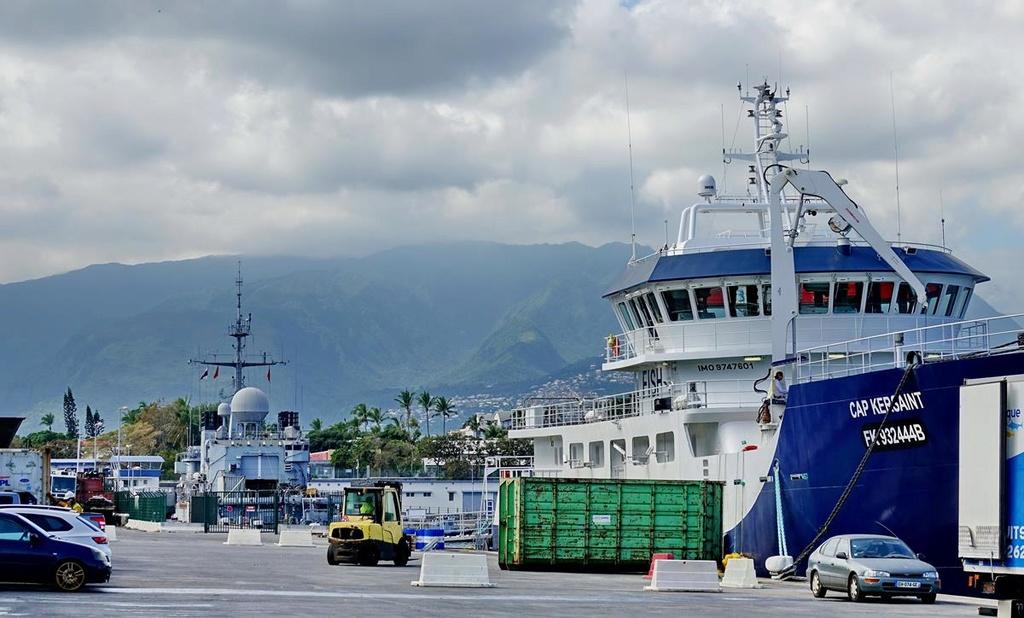 [Vie des ports] Les ports de la Réunion - Page 12 Le_po729