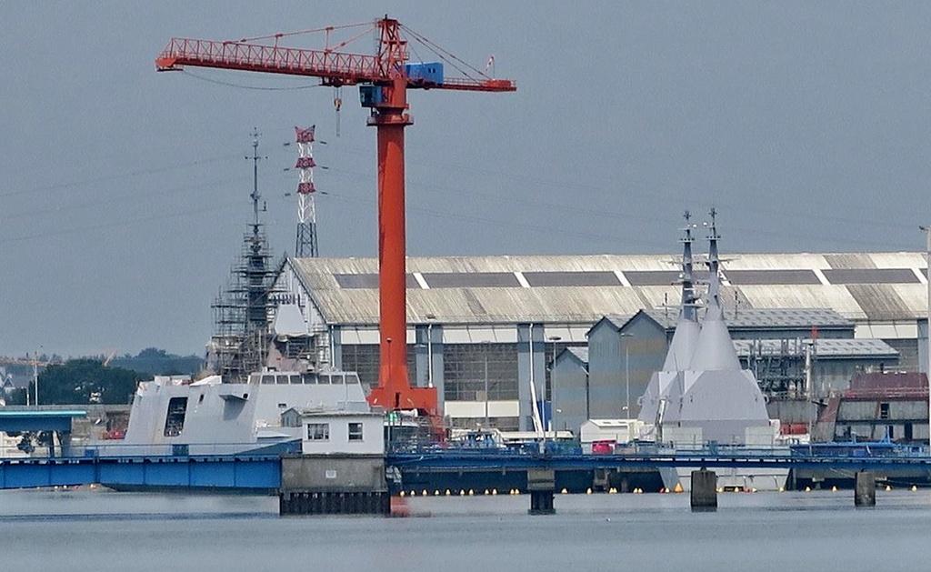 [Les ports militaires de métropole] Port de LORIENT - Page 4 Lorien13