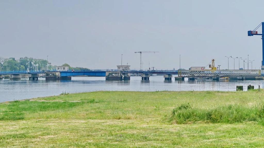 [Les ports militaires de métropole] Port de LORIENT - Page 4 Lorien17