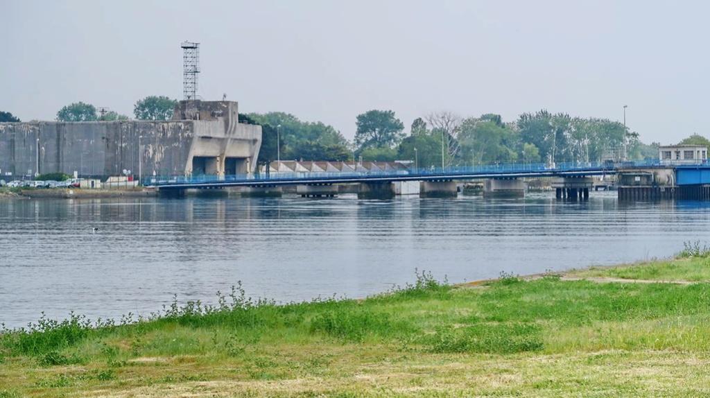 [Les ports militaires de métropole] Port de LORIENT - Page 4 Lorien18