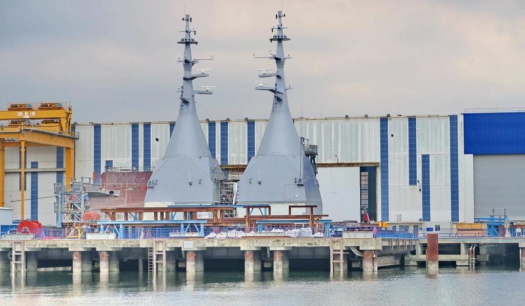 [Les ports militaires de métropole] Port de LORIENT - Page 4 Lorien35