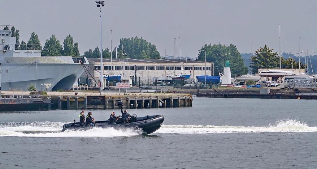 [Les ports militaires de métropole] Port de LORIENT - Page 4 Lorien49