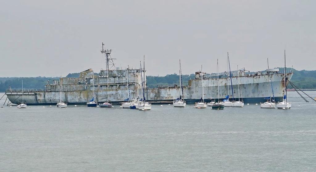 [Les ports militaires de métropole] Port de LORIENT - Page 4 Lorien50