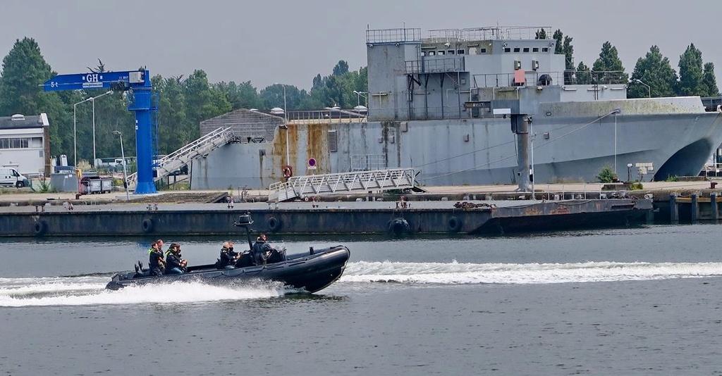 [Les ports militaires de métropole] Port de LORIENT - Page 4 Lorien51